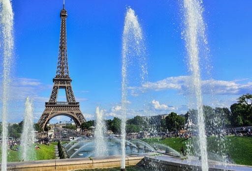 """Platz """"Trocadero"""" (auch die gleichnamige Metrostation, wenn du dort hin möchtest) - bei schönem Wetter wohl der schönste Blick auf den Eiffelturm."""