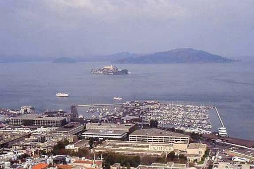 Im Hintergrund die Gefängnisinsel Alcatraz - Heute Touristenattraktion