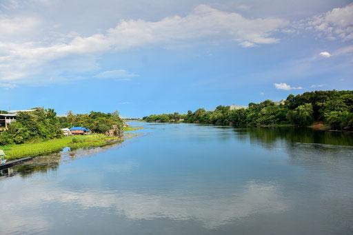 Blick auf den River Kwai von der Brücke am Kwai aus