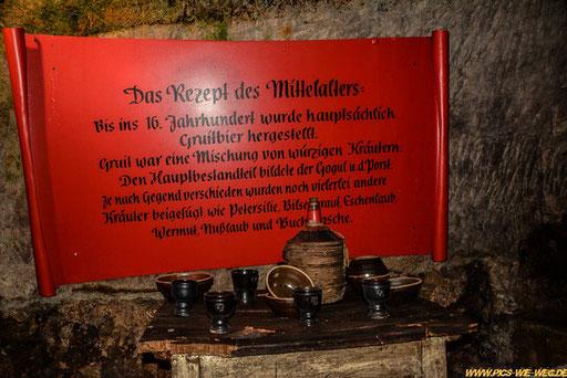 Bierrezepte gab es viele bis im 16. Jahrhundert das Deutsche Reinheitsgebot eingeführt wurde, wonach Bier nur noch aus Wasser, Hopfen und Malz hergestellt werden durfte. Es ist somit das älteste Lebensmittelgesetz der Welt.