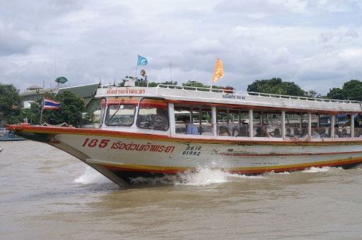 Expressboot auf dem Chao Phraya