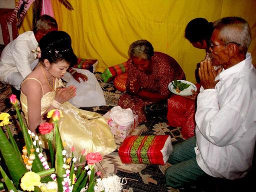 Hochzeitsritual in Thailand.