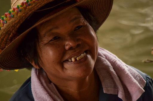 Bitte recht freundlich - Marktszene in Zentralthailand