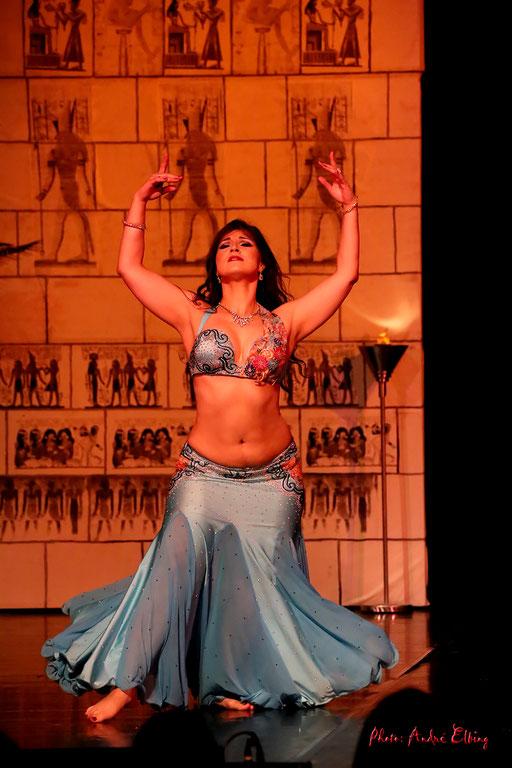 Orientalische Tänzerin Bauchtänzerin buchen Bellydance Bollywood Tänzerin