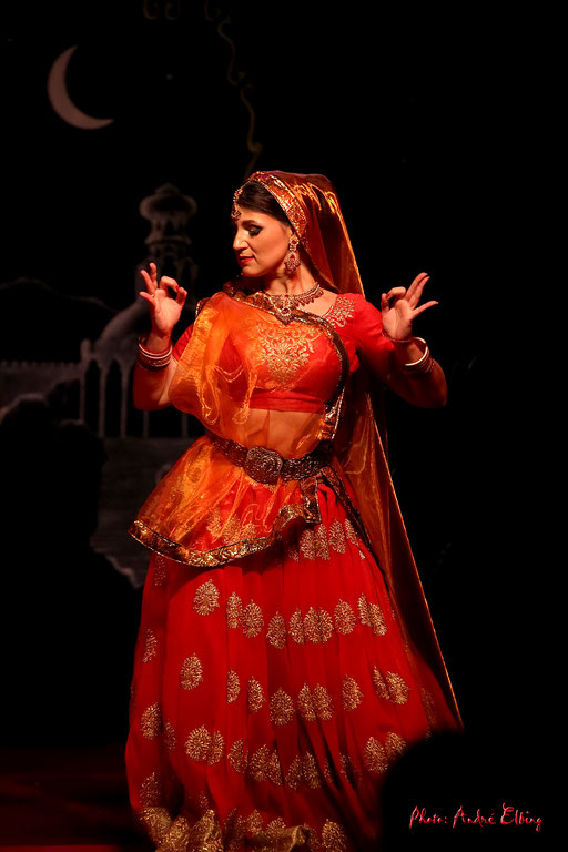 Bollywood Tänzerin buchen Bollywood Indische Tänzerin