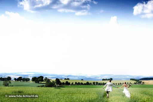 Hochzeit chemnitz, scheunenwirtin großrückerswalde, großrückerswalde foto, fotograf großrückerswalde, fotograf marienberg, marienberg, großrückerswalde, Hochzeit, Sommer, wiese, blauer, Himmel