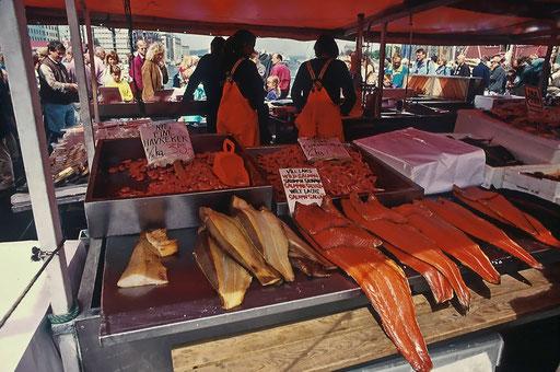 Norvège,08 1997,marché aux saumons de Bergen