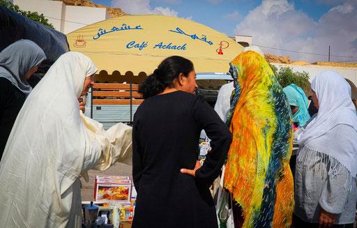 Tunisie,09 2011,Tataouine,discussions de femmes