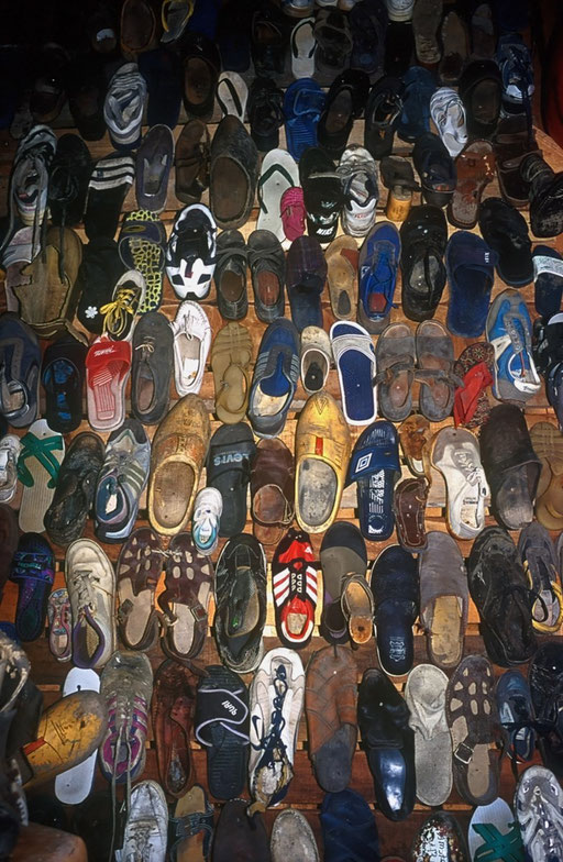 Texel,Pays-Bas,07 2000,chaussures trouvées en mer