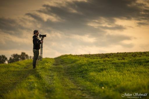 Nikon, D800, Nikon D800, f/2, f/2.0, Offenblende, Bokeh, Samyang, WalimexPro, Bower, Rokinon, 135mm, 135mm f/2.0, WalimexPro 135mm f/2, Samyang 135mm f/2, Julian Schwald, Schwarzwald, Mann, Menschen, Person, Wiese, Kamera, Stativ, Mütze