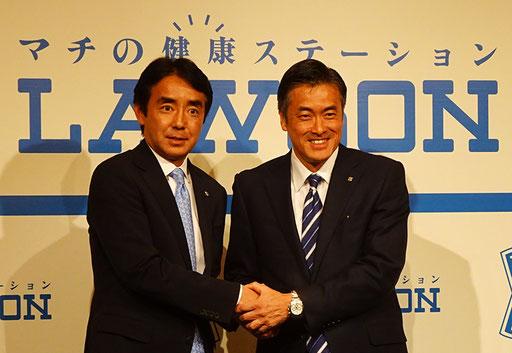 社長COOに就任する竹増氏(左)と会長CEOになる玉塚氏