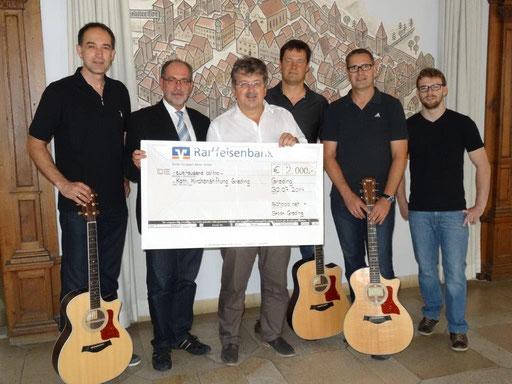 ----------- 2.000,- € Spendenübergabe für die Martinskirche --------- v.l.: Winni, Stadtpfarrer Herrmann, Bürgermeister Preischl, Hein, Michl und Tobl