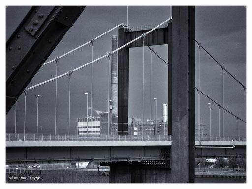Friedrich-Ebert Brücke Duisburg........