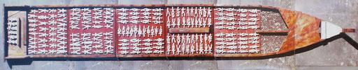 SKLAVENSCHIFF, Paraguay 1990, 350 x 50 cm, Terrakottafiguren auf Holz