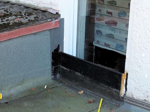 Untaugliche Abtrennung des Fensters zum Flachdach