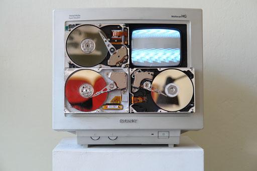 33x45x36cm Video running time 3min.