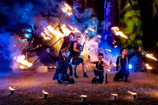 Feuershow Feuerkünstler Showteam Event Hochzeit