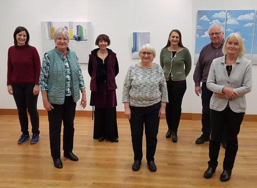 Vorstand (v.l.n.r.): Caroline Deidenbach, Angelika Pietrzik, Tina Lizius, Vorsitzende Brigitte Fingerle-Trischler, Daniela Reinfurt-Heine, Hans Gall und Carola Meier