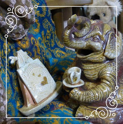 知人のゾウさん…絵描きさんです。 ひみこ窯にも詳しく天使の羽をよく描いています。