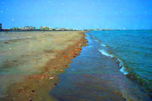 unglaublich heiss war dieser Strand vor Hodeida