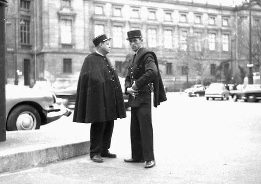 die Polizisten in Paris wirkten mit ihrem chicen Käppis sehr elegant