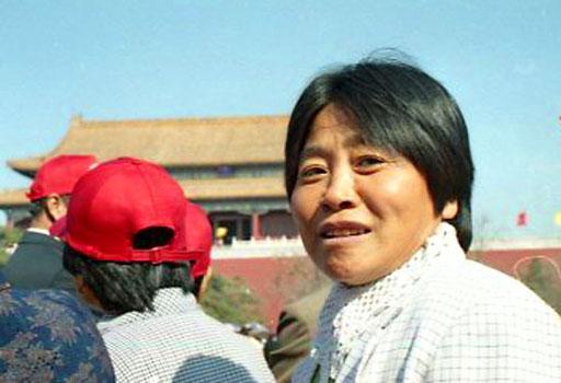 eine stolze Chinesin vom Norden lächelt mir freundlich zu