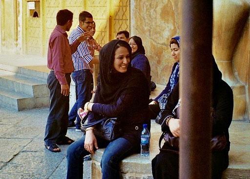die persischen Frauen wirken keineswegs unterdrückt