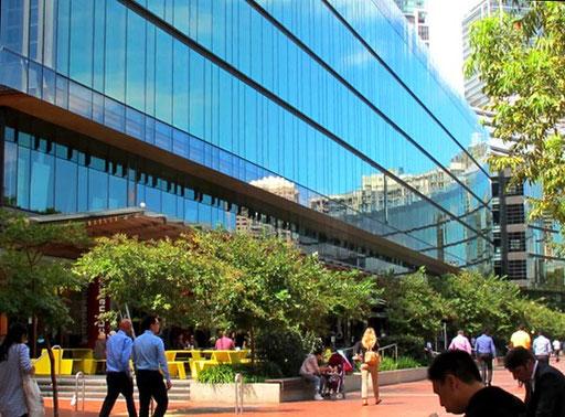 die angrenzenden Glasfassaden schufen interessante Perspektiven