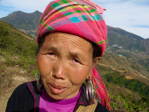 diese Hmong-Frau liess sich gern photographieren, obwohl ihr Mann dagegen war