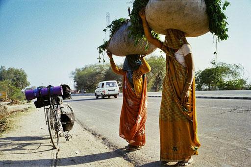 Indien - Radler auf der N 2 © www.radeln-weltweit.de