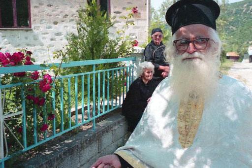 mit Bus fuhr der Pope wieder zurück Kozani