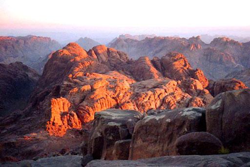 die Farbe des Gesteins leuchtet nur wenige Augenblicke so warm und stark