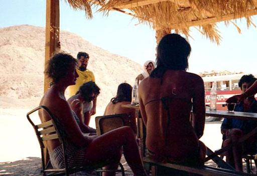locker und gut drauf waren die jungen Sinai-Touristen aus vielen Ländern
