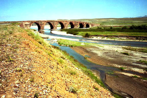 eine 400 Jahre Brücke über den Aras