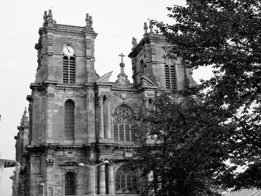 die gotische Kathedrale in Montmiral