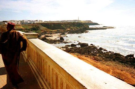 der Blick von der Ufer Promenade hinaus auf das Meer
