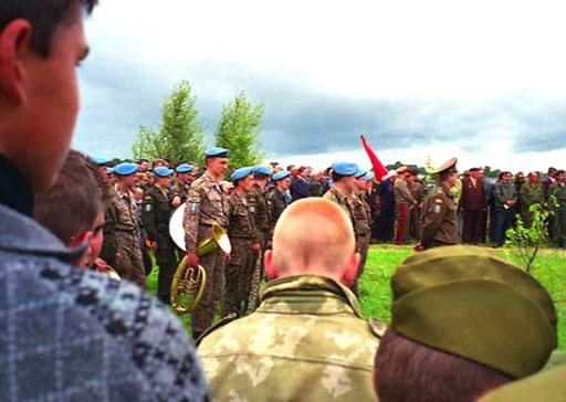 anwesend war eine militärische Abordnung, Angehörige und Bewohner der Umgebung