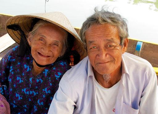 ein altes Ehepaar, dass mit seinem Charme die Menschen verzauberte