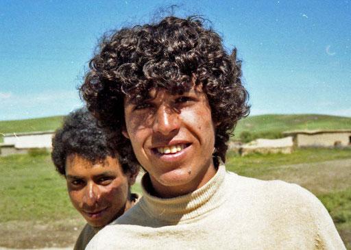 Hassan und sein jüngerer Bruder, an der Weg gabelung nach Fes
