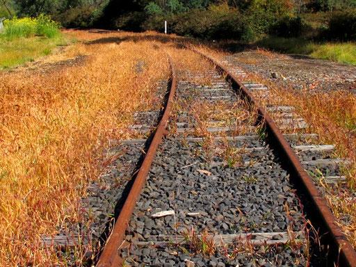 die Gleise vom Hochofen hinunter zum River Derwent