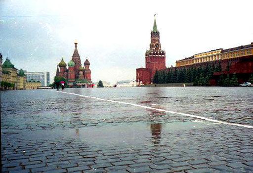 ein Gewitterregen räumte den roten Platz