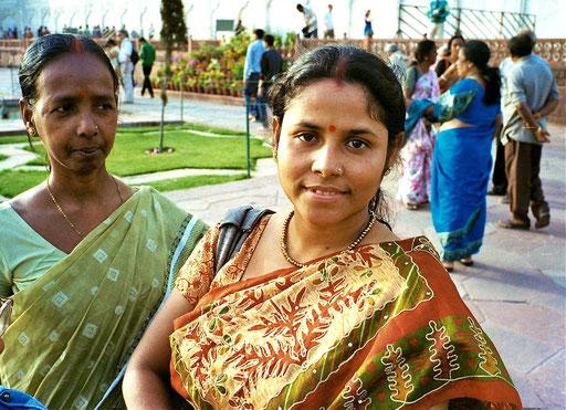 Muter und Tochter am Tja Mahal