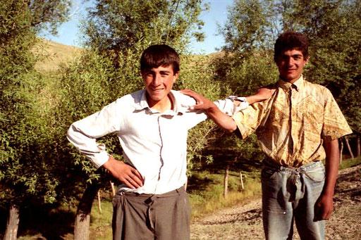 Ukar und Özlan führten mich in das abgelegene Dorf hinauf