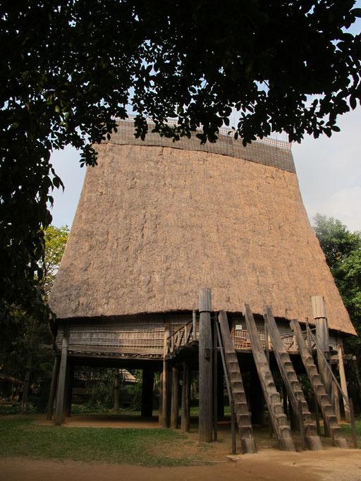 Haus des Dorf-Ältesten - weithin sichtbar durch ein aufragendes-Dach