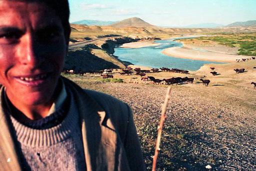der Hirte Achmed vor dem märchenhaften Aras-Fluss-Panorama