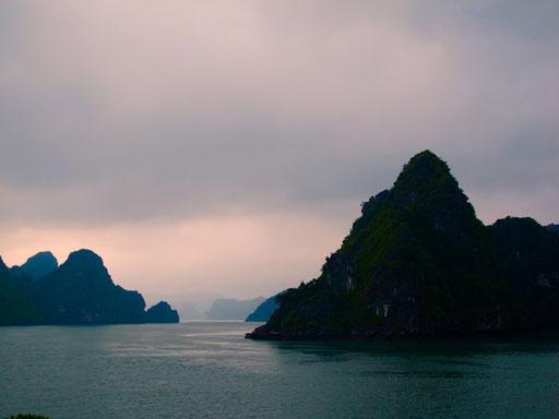 ein letztes Panorama-Bild von der Ha-Long-Bay