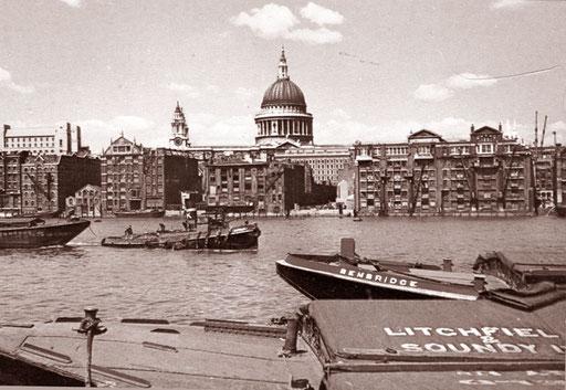 die alten Hafenanlagen an der Themse