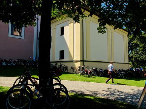das Kloster Aldersbach war mit Rädern vollgeparkt