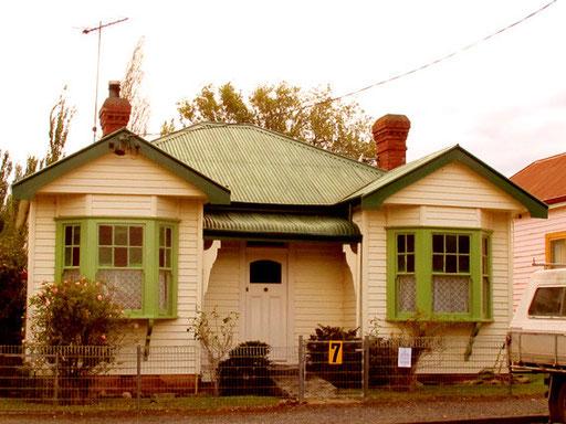 ein Haus aus der Pionierzeit im vorigen Jahrhundert