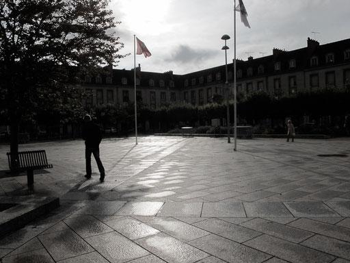 der weitläufige Platz vor der Westfassade des Steaßburger Münsters